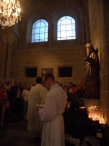Bénédiction des pèlerins en la cathédrale du Puy, à 7h du matin