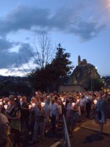 La vigile du 14 Août, procession aux flambeaux : quand la ville du Puy s'illumine de sa foi.