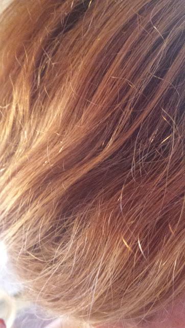 Avant le traitement : électriques et sur-sollicités. Ce sont VRAIMENT mes cheveux, promis, et en dessous aussi!