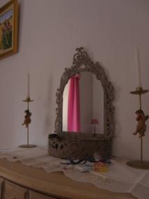 La chambre Christine 30 €/une personne, 50€/2 personnes LADIES ONLY( salle de bain privative ou partagée uniquement avec vos amis présents à l'étage si vous êtes un groupe de 4 )