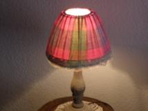 Les dentelles en galon de lampe sont aussi sorties par magie du grenier familial...qui les a soigneusement conservées de génération en génération ? Mystère...ou presque.