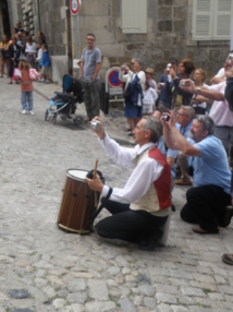 En journée, on croise des gens heureux de chanter !