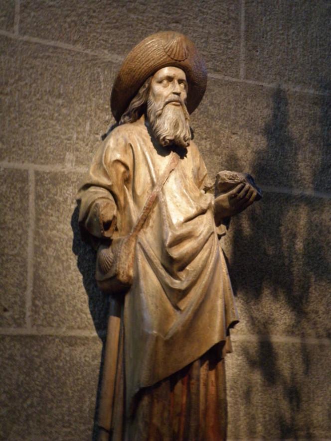 """Saint Jacques, Apôtre, frère de Saint Jean, tous deux appelés Fils de Zébédé. fêté le 25 Juillet. Il rêvait de gloire humaine et Jésus le reprit comme son frère : """" Pouvez-vous boire à la coupe que je boirai?"""" Jacques le Majeur sera le premier apôtre martyr, après avoir évangélisé l'Espagne. Son tombeau est à Compostelle. Le Camino est un pélerinage sur les pas de l'apôtre Jacques. Le départ du Puy-en-Velay est dû à l'évêque Godestalc, vers l'an 950."""