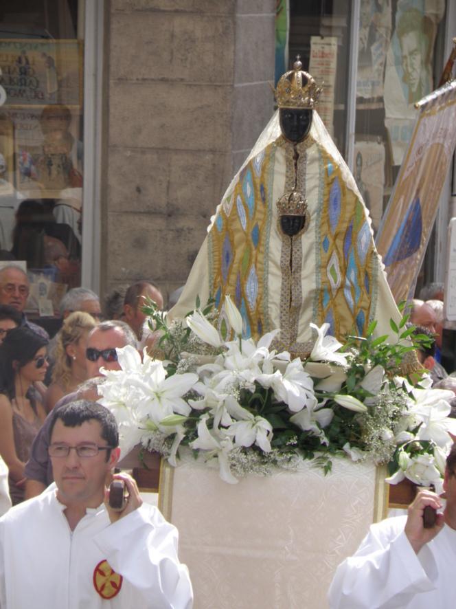 Le 15 Août, une manifestation unique de beauté et de foi.