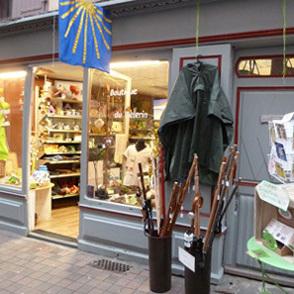 La Boutique du Pèlerin : tout ce qu'il vous faut et un lieu pour les sacs à dos et bagages.